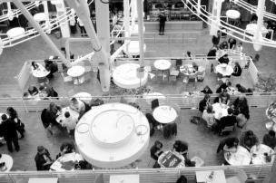Die Mensa bot neben Essen und Getränken auch Brettspiele und Tabletop-Games.