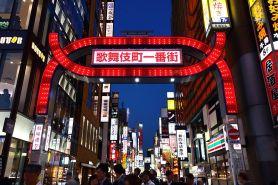 Quelle: Wikimedia Commons / Kakidai / https://commons.wikimedia.org/wiki/File:Kabukicho_Ichibangai.jpg