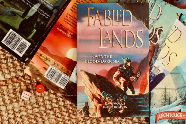 Die Coverillustrationen der aktuellen englischen Taschenbuchausgabe stammen noch aus den 90ern.