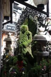 Die Statue inklusive Schrein lässt sich in einer kleinen Nebengasse finden.
