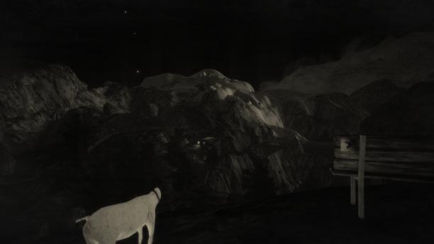 Eine kopflose weiße Ziege vor einer Berglandschaft bei Nacht.